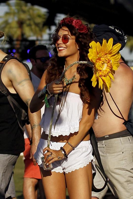 Vanessa Hudgens na festivalu zářila štěstím.
