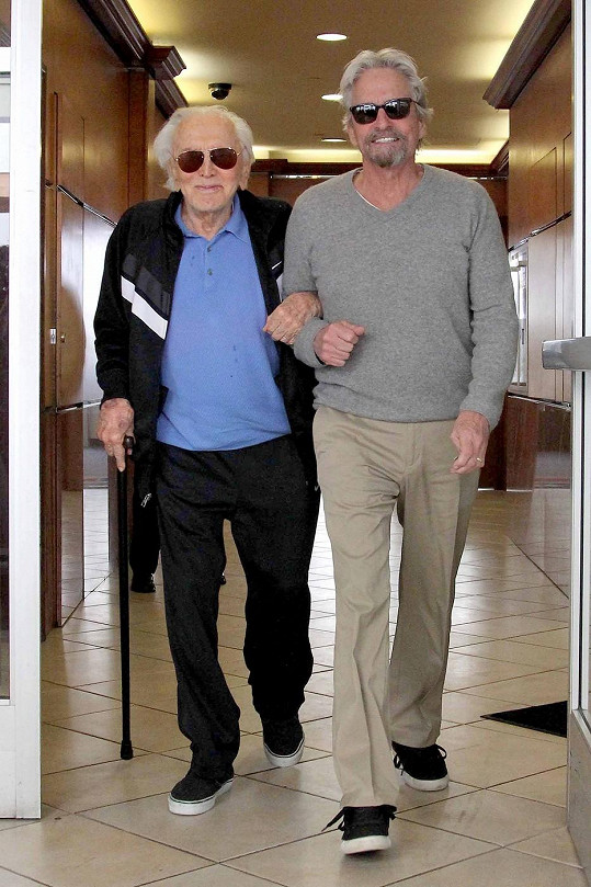 Michael Douglas s tatínkem Kirkem dnes