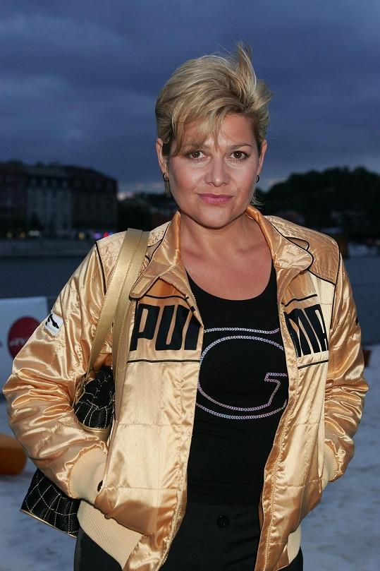 Ilona Csáková se od blond barvy většinou rozumně držela dál.