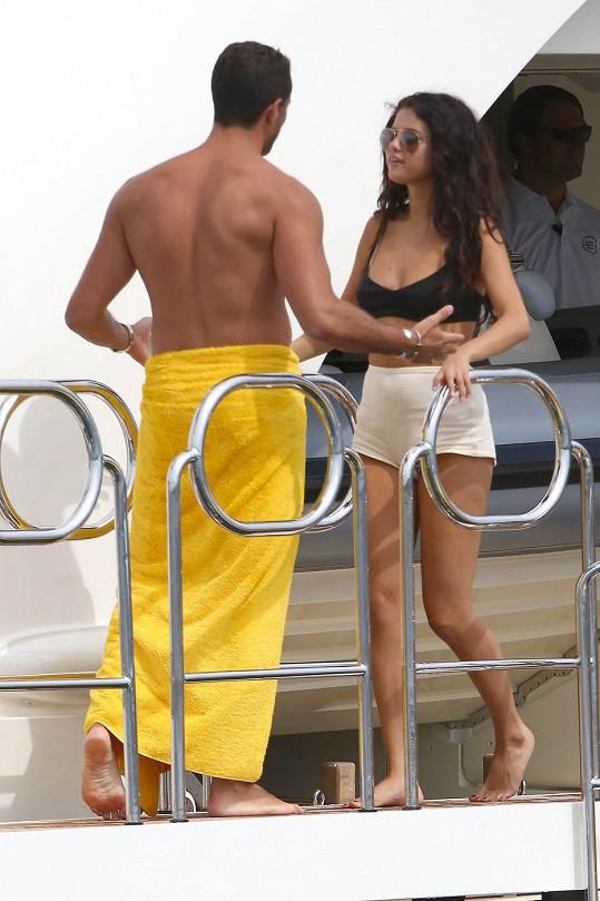 Oba nakonec skončili na jachtě, kde Gomez slavila narozeniny.