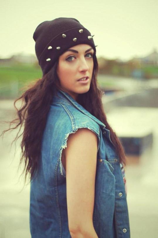 Devatenáctiletá brunetka získala díky operaci zpět ztracenou sebedůvěru.