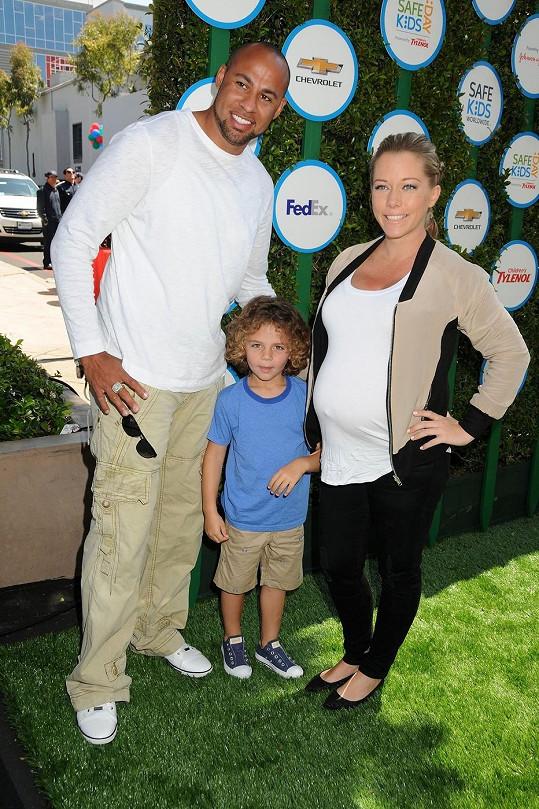 Kendra Wilkinson s manželem Hankem Baskettem a jejich synem Henrym