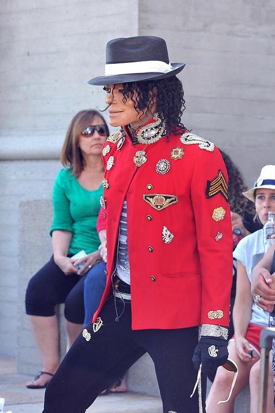 Nejvíc dvojníků mají zesnulí zpěváci Michael Jackson a Elvis Presley.