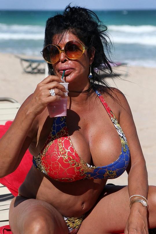 Takto byla před pár týdny zachycena Angela fotografy na pláži v Miami.