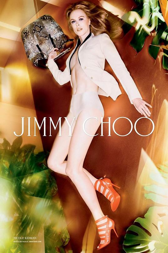 Nicole Kidman je v kampaních Jimmy Choo stále odvážnější.