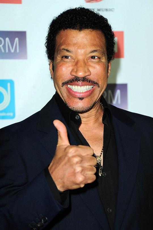 Lionel Richie se měl údajně pochlubit, že se scházel s Kris Jenner.