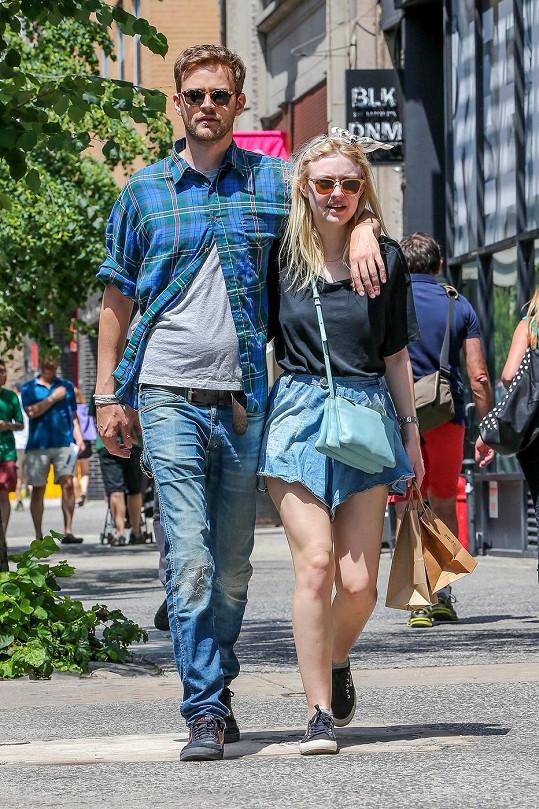 Dakota Fanning se svým přítelem, který se živí modelingem.
