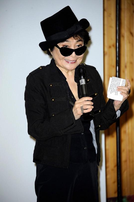 Yoko Ono navštívila Gymnázium Johna Lennona v Berlíně.