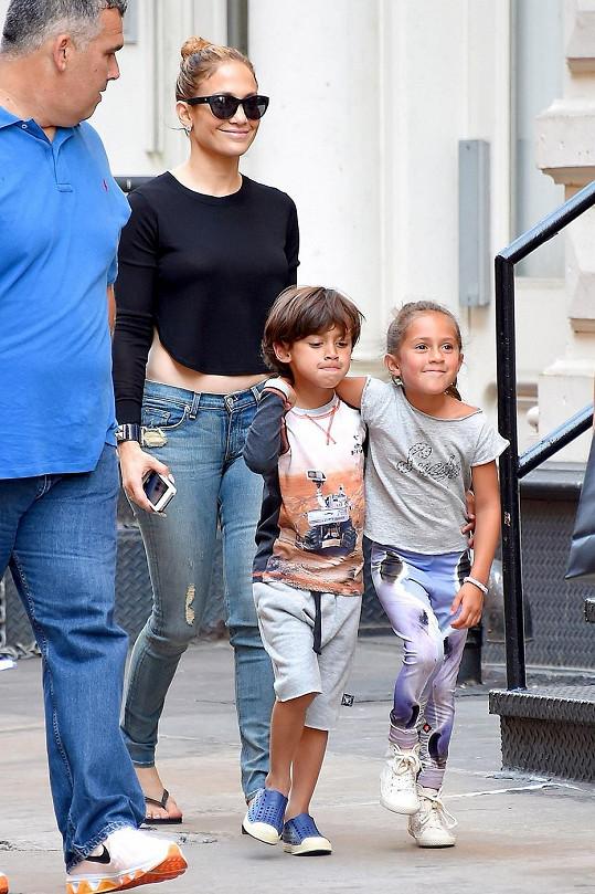 Jennifer Lopez s šestiletými dvojčaty Emme a Maxem.