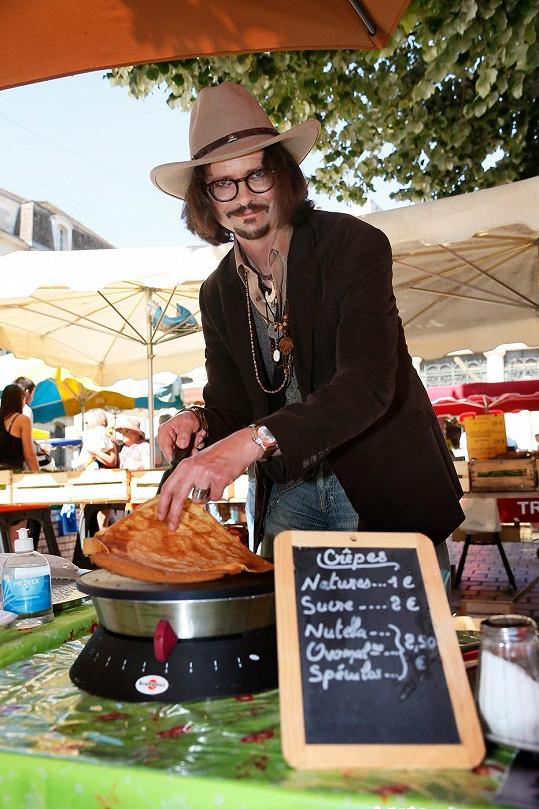 Stephane Cons připravuje palačinky s názvem Johnny Crepp.
