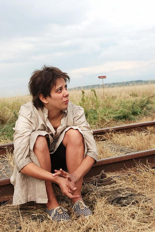 Aneta jako ruská básnířka Anna Barková, která v lágrech sovětského Gulagu strávila 22 let svého života.