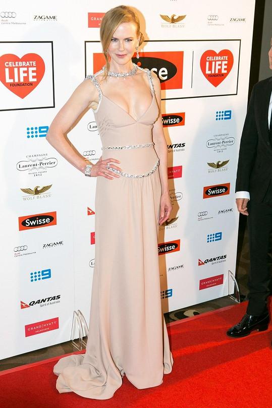 Nicole Kidman překvapila plnějším dekoltem.