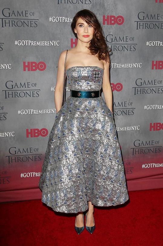 Herečky neoblékly naprosto totožné šaty, ale jednalo se o modely ze stejné kolekce.