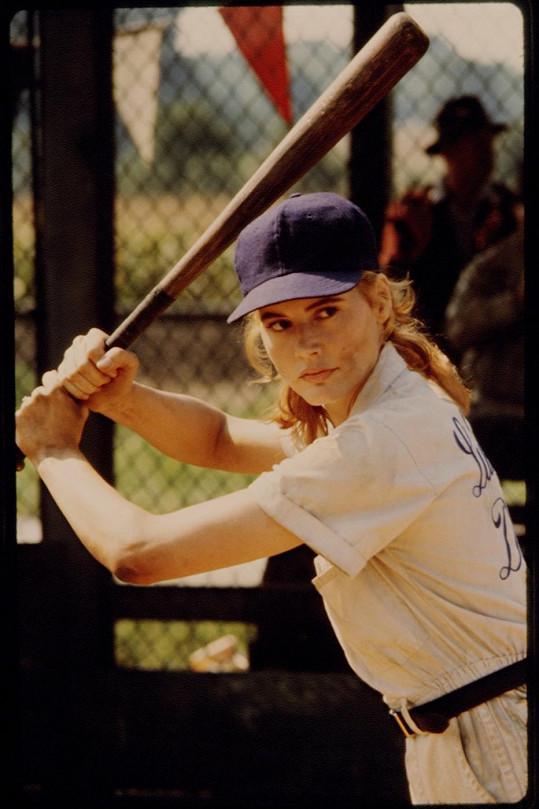 Geena Davis jako neohrožená hráčka ve slavné komedii