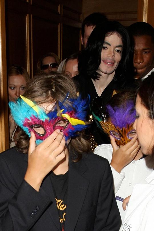 Michael Jackson důsledně dbal na to, aby jeho děti nespatřil svět.