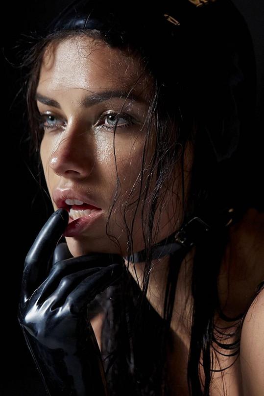 Chybět nebude ani okouzlující Adriana Lima.