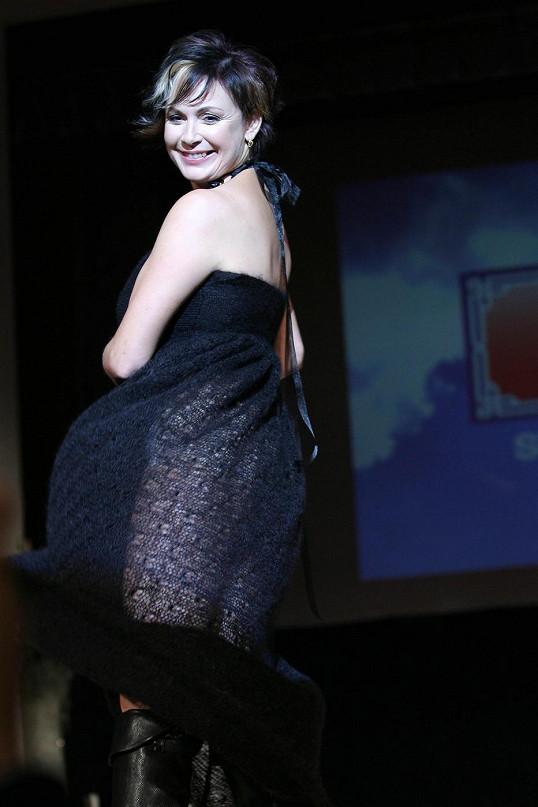 Oblíbená herečka se roku 2009 předváděla na módní přehlídce.