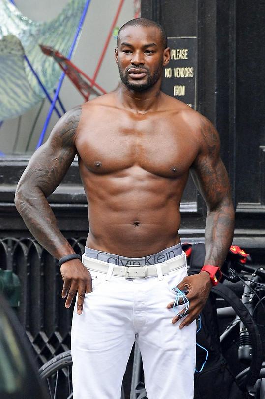 Tyson Beckford zachycen v úterý v New Yorku.