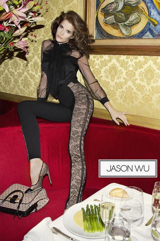 Modelka v letošní kampani pro Jasona Wu.