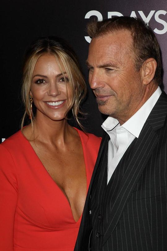 Kevin Costner s manželkou Christine Baumgartner.