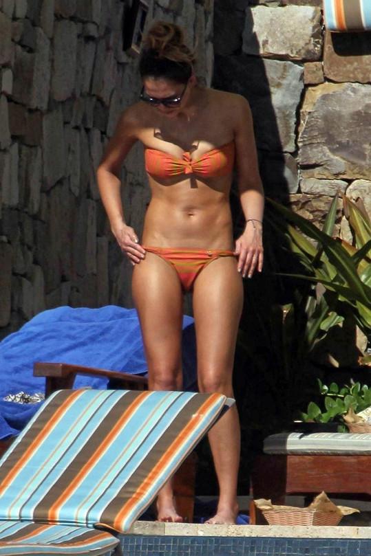 Jessica Alba předvedla své tělo na rodinné dovolené v Mexiku.