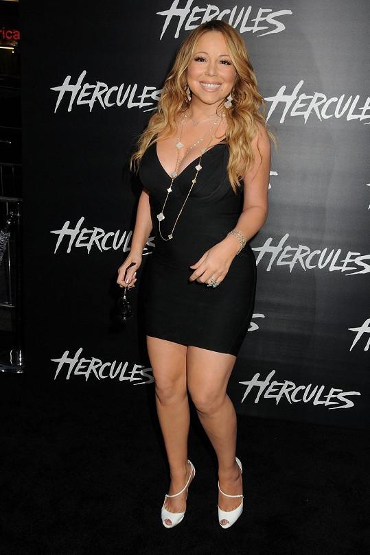 Mariah Carey by měla okamžitě změnit šatník.