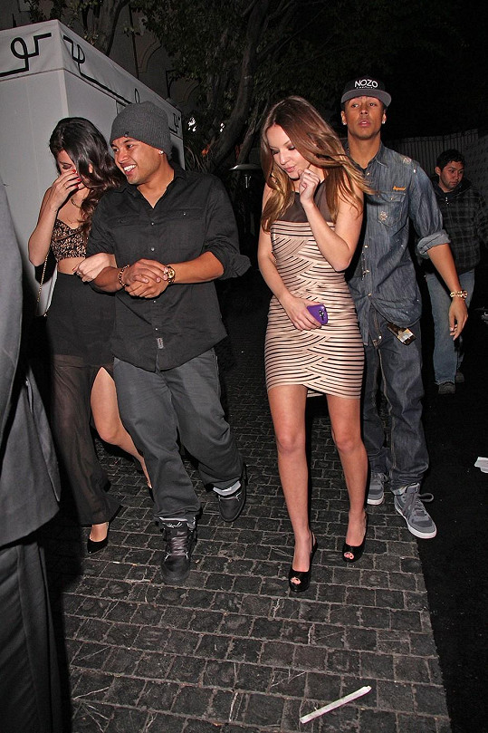 Selena se snažila maskovat, ale nebylo jí to moc platné.