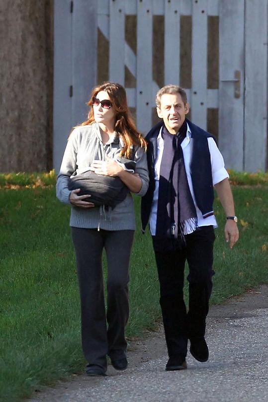 Bruni s Nicolasem Sarkozym a jejich dcerou Giuliou na výletě