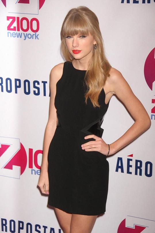 Půvabná zpěvačka Taylor Swift.