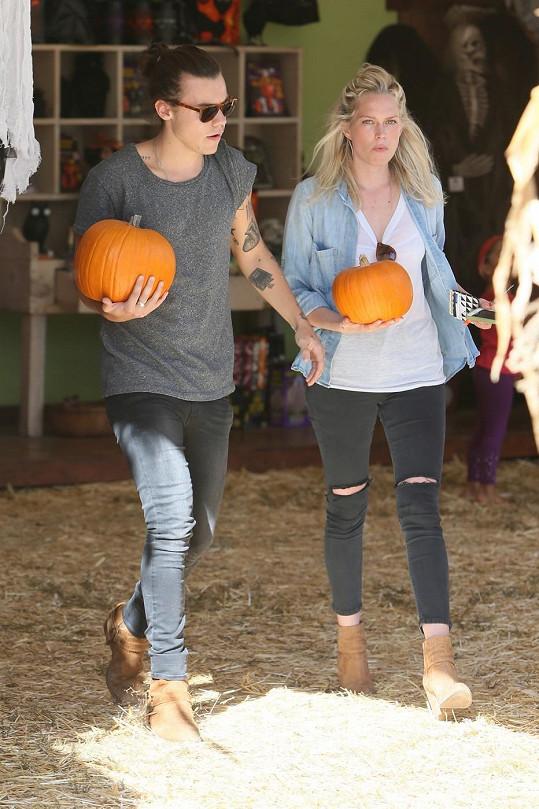 Harry Styles byl se svou novou přítelkyní vybírat dýně na Halloween.