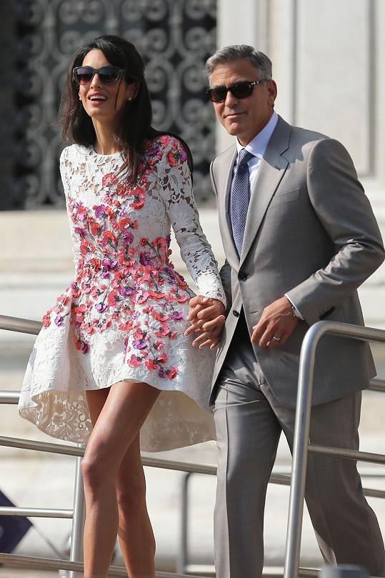 Půvabná Amal ukázala Benátkám nádherné dlouhé nohy.