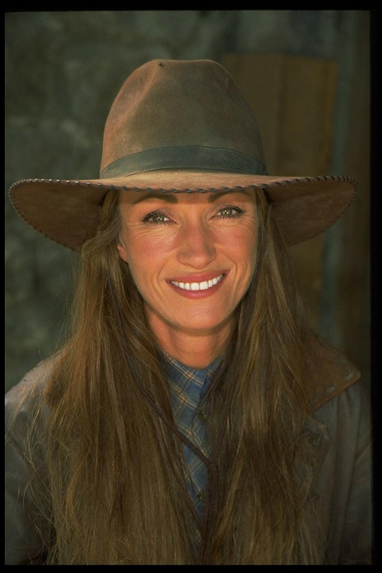 Jane Seymour jako doktorka Quinnová.