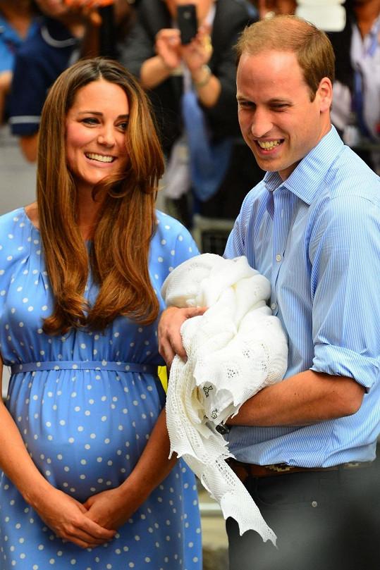 Šťastní rodiče představili veřejnosti svého potomka.