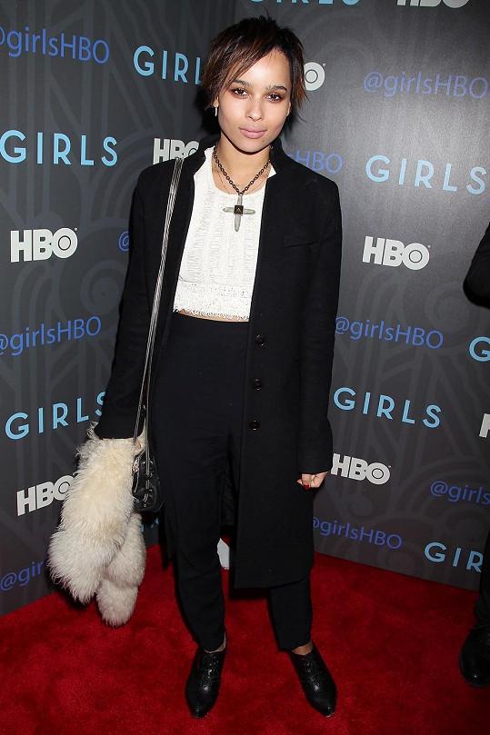 Zoë Kravitz má slavné oba rodiče. Otcem je Lenny Kravitz, matkou herečka Lisa Bonet.