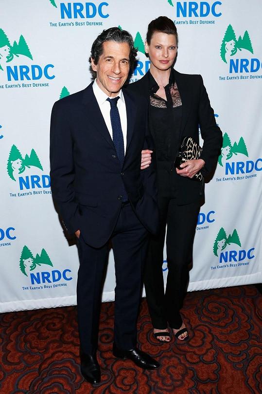 Linda Evangelista na archivním snímku s přítelem Peterem