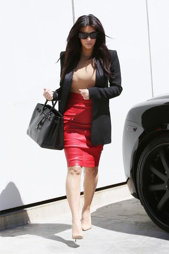 Zeštíhlující outfit, nebo se nám Kim skutečně smrskává?