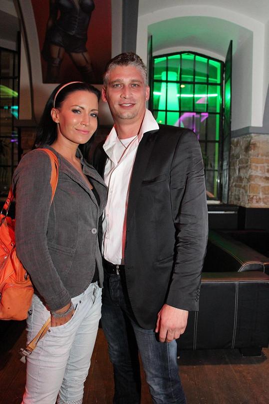 Gábina Partyšová se na věčírku zapovídala s výtvarníkem Vladimírem Linhartem.