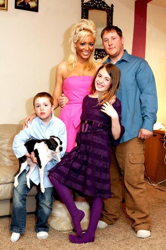 Sarah s manželem Andrewem a jejich dětmi.