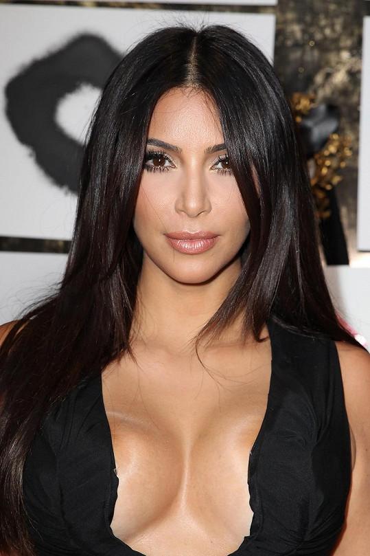 Občas se Kim rozhodne, že namísto zadku vystaví ňadra.