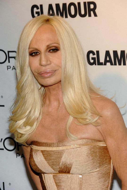 Donatella chtěla být taky krásná...