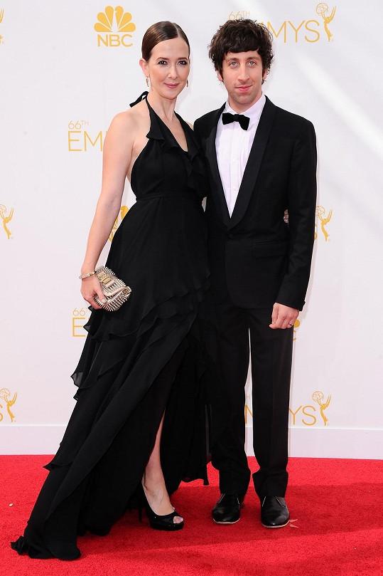 Simon Helberg s manželkou Jocelyn Towne na předávání cen Emmy