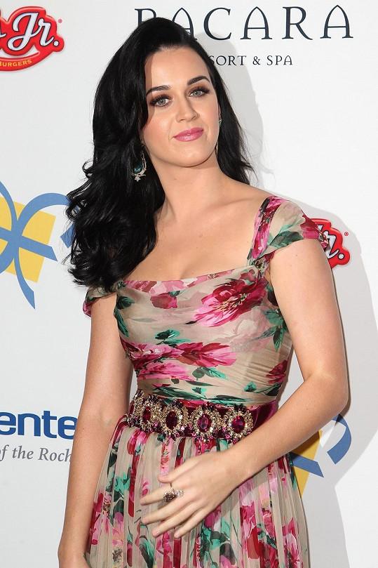 Katy Perry vyzvala představitele Harryho Pottera, ať se jí ozve.
