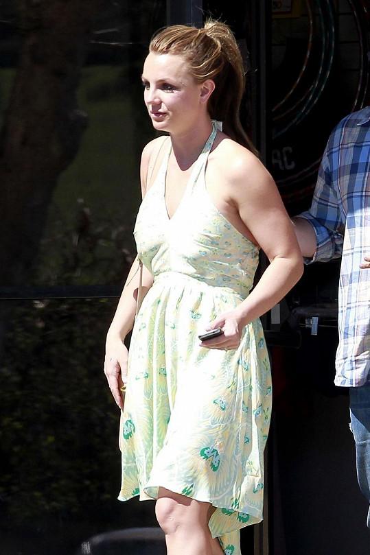 Nevhodně zvolený oděv Britney Spears.
