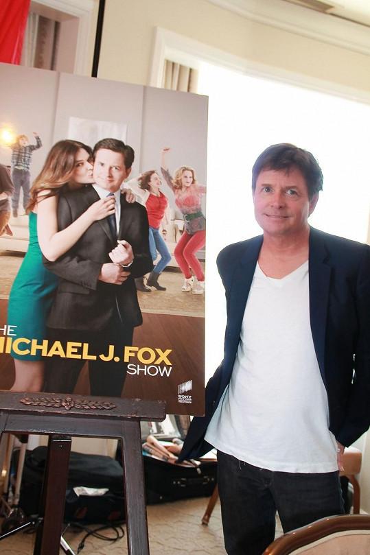 Fox vedle plakátu ke své právě natáčené show
