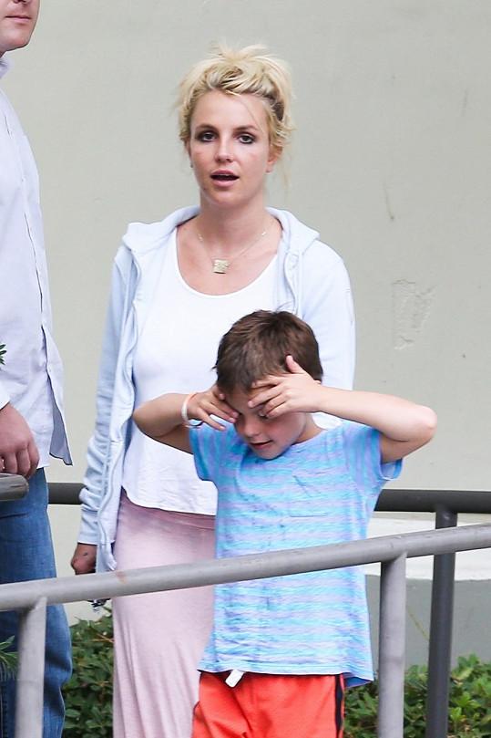 Britney Spears strávila s dětmi odpoledne v kině.