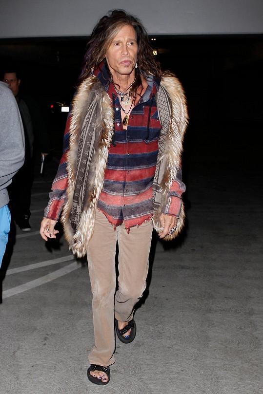 Steven Tyler má pořádně pokroucené prsty.
