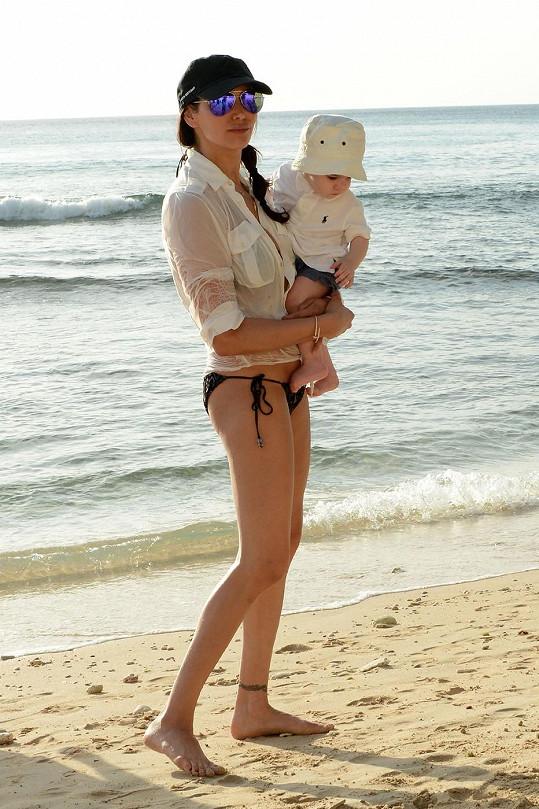Lauren Silverman nemá po těhotenských kilech ani památky.