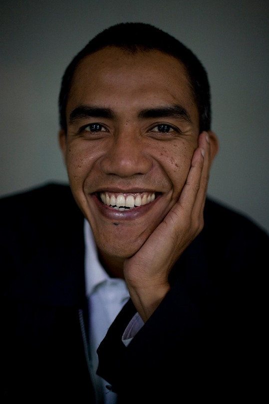Americkému prezidentovi se nápadně podobá indonéský žurnalista Ilham Anas.