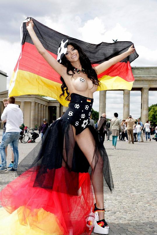 Tuhle fanynku můžou Brazilci Němcům jen závidět.