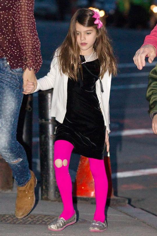 Suri chodila po New Yorku s dírou na koleni.